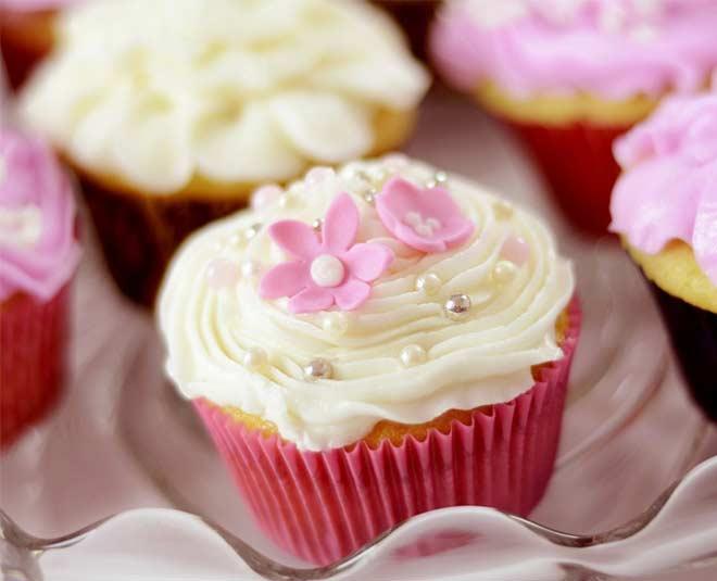 vanilla cupcake recipe main