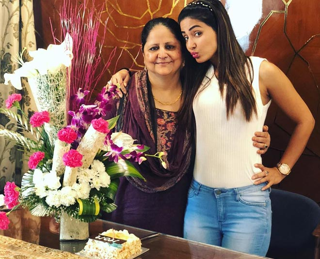 hina khan with mother birthday special main