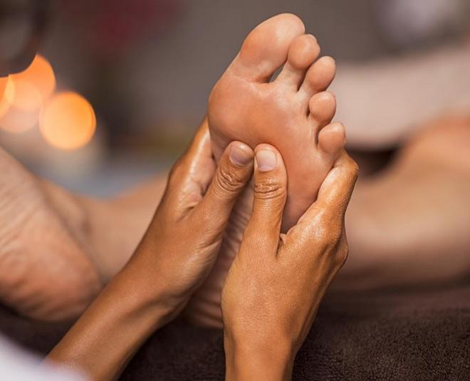 Sesame oil massage of feet benefits