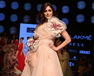 yami gautam lakme fashion week  gauri and nainika thumb