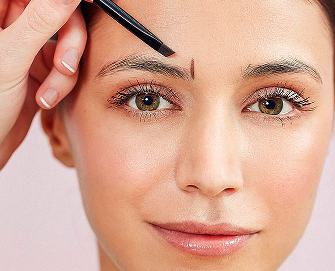 How To Get Perfect Eyebrow Shape At Home With Tweezers