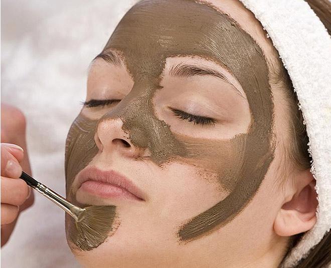 4 Homemade Multani Mitti Face Packs For Glowing Skin