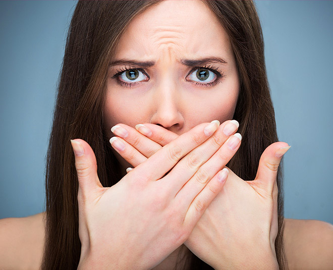 garlic smell bad breath easy tips main