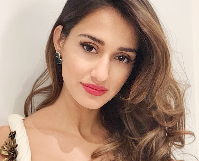 disha patani glowing skin card ()