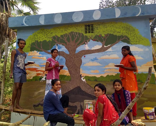 jharkhand youngsters creating awareness painting walls in periods colour main