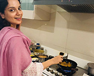 kangana ranaut made pakode and celebrated pm narendra modi victory in lok sabha election thumb