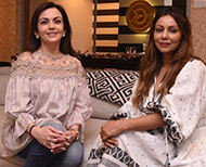 nita ambani sitting with gauri khan thumb
