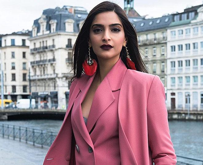 carrying overcoat like sonam kapoor tips