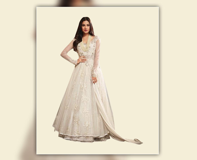 tips to wear full white lehenga