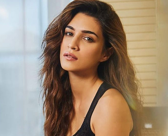 kriti sanon and varun dhawan sends video message to acid attack survivor and she got  hope for life main