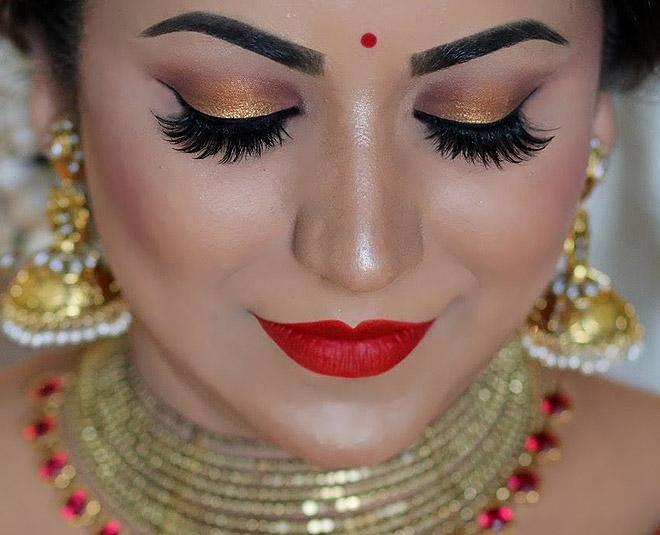 mascara and light lipstick are makeup tips MAIN
