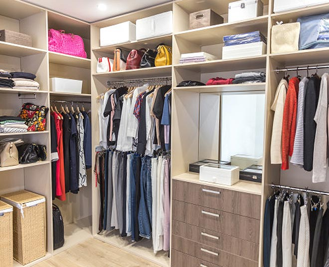 best way to organize clothes in closet