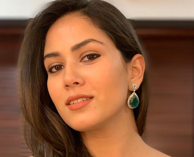 mira kapoor scrub for face
