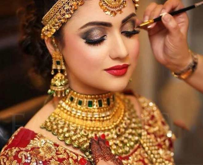 Tips For Booking A Makeup Artist For Your Wedding Dayssssssssss