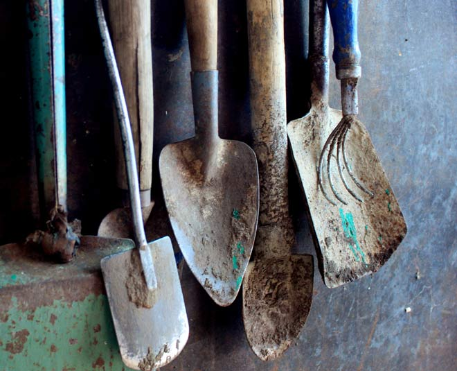 tips remove rust from garden tools