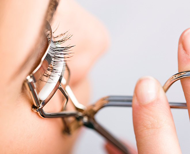 Stop Doing These Eyelash Curling Mistakes In Hindi