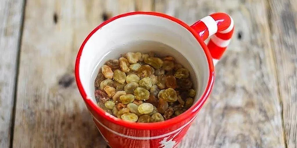 Start Drinking Raisins Or Kishmish Water Everyday For These Health Benefits