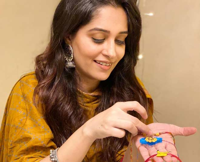 Deepika Kakar Gave Idea Of Making Rakhi pic