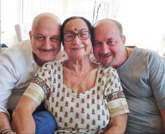 anupam kher mother and brother main