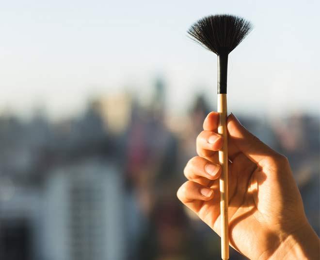 beauty tips about fan brush in makeup