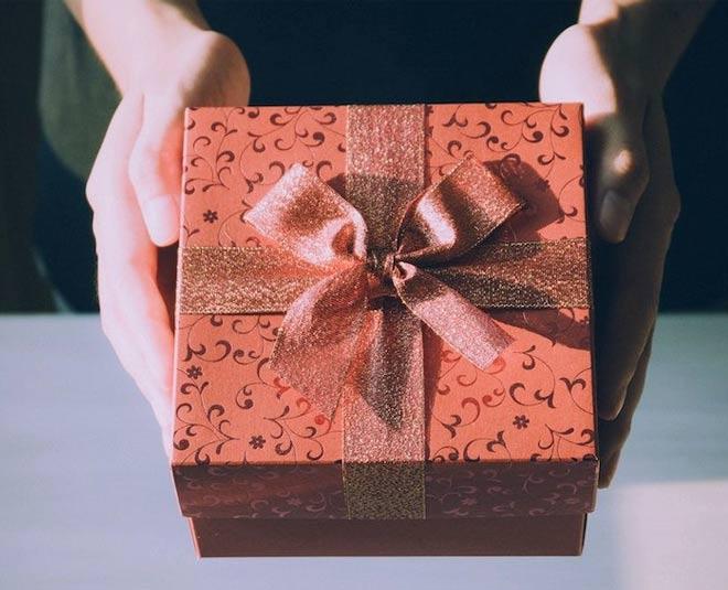 gift rakhi