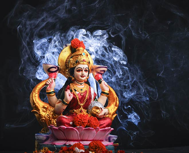 keep  these  things  at  home to  invite  goddess  lakshmi