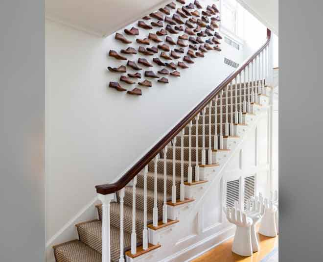 narrow staircase decorating home tips