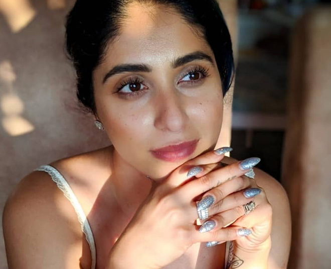 Depression & Suicide: Neha Bhasin Talks About Social Media Abuse And  Bullying As Reasons