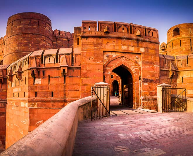 interesting facts about agra fort tavel
