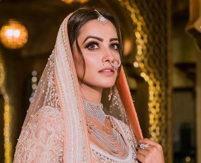 Get Inspired From TV Actress Anita Hassanandani Glamorous Looks In Hindi