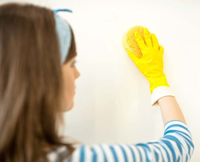 easy tips to remove oil stains from wall in hindi