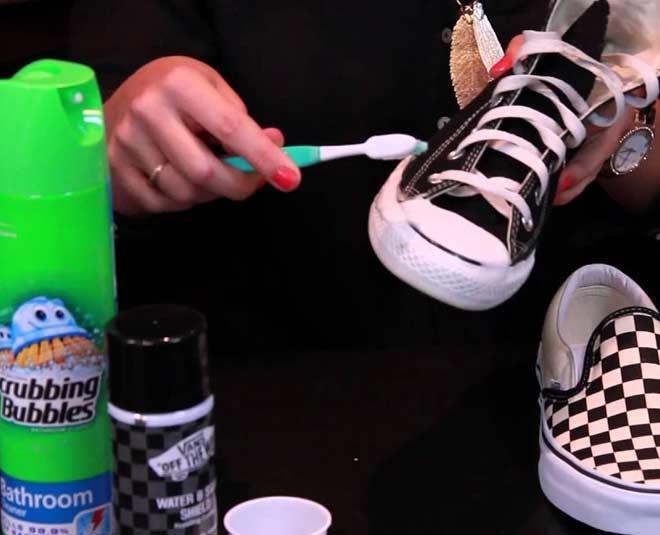clean canvas shoes
