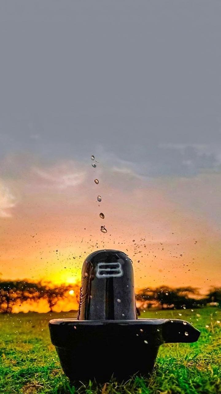 शिवलिंग पर जल चढ़ाने का सही तरीका