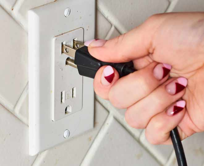 know best way to clean electrica plugs