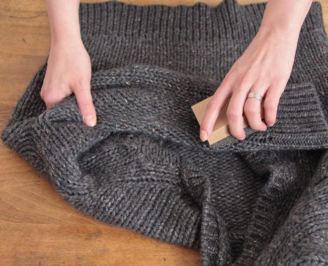 tips to remove lint from woolen clothes at home