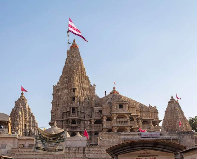 some interesting facts about dwarkadhish temple in gujrat inside