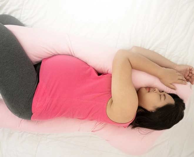 Pregnancy Pillow And Its Benefits  in hindi