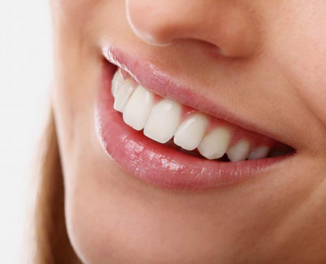 how to clean whiten teeth at home during pandemic