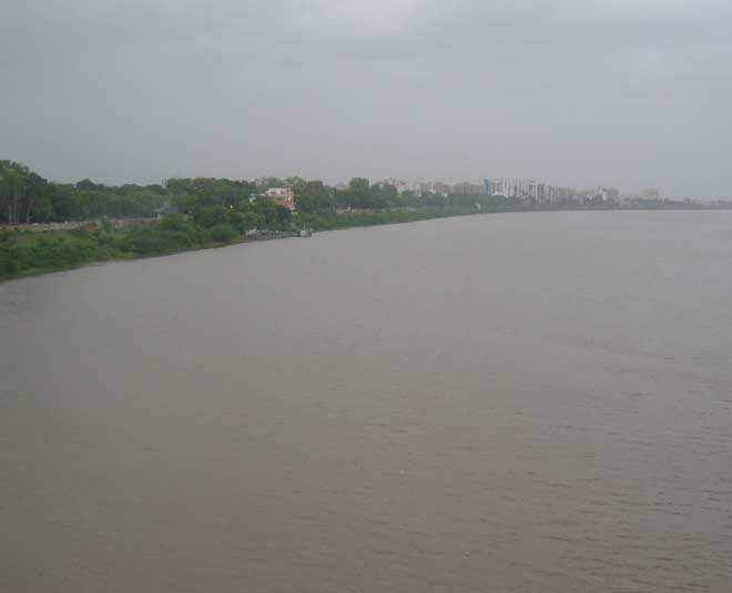 longest and holy tapati rivers in india inside