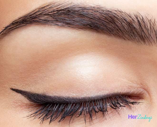 oily upper eyelids treatment
