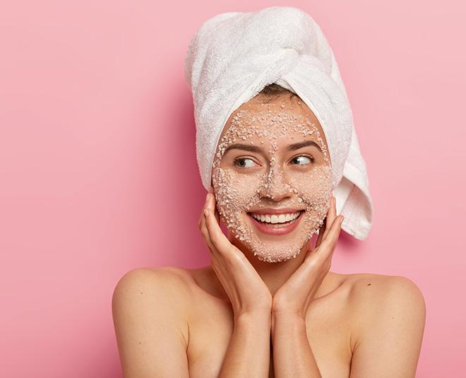 dull skin home remedy strawberry honey face scrub exfoliator