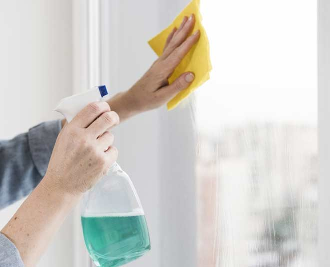 easy tips to clean glass windows at home