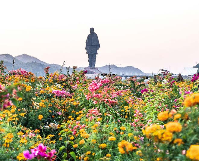 main nearest statue of unity places
