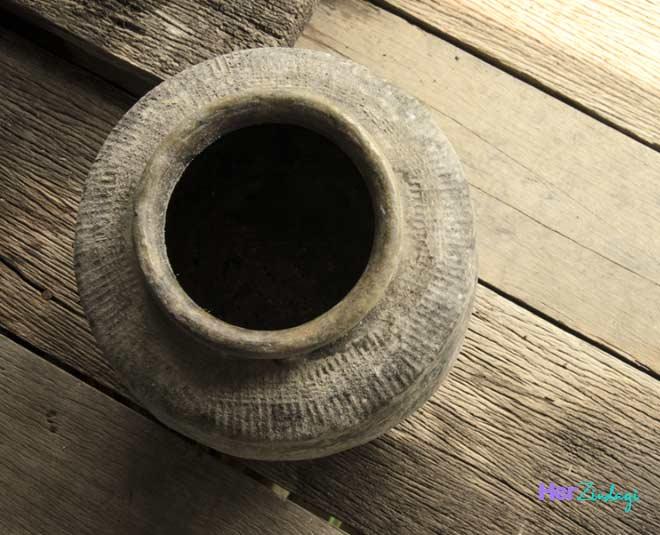 mud pot in hindi