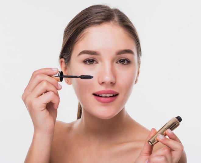 how to use mascara main