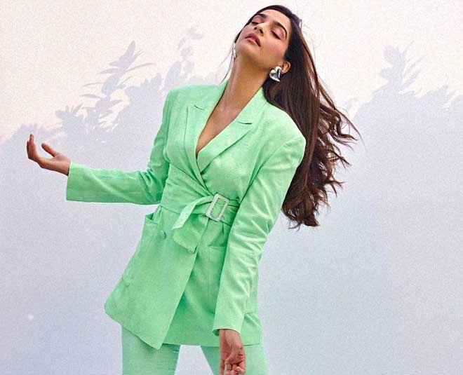 mint green outfit main