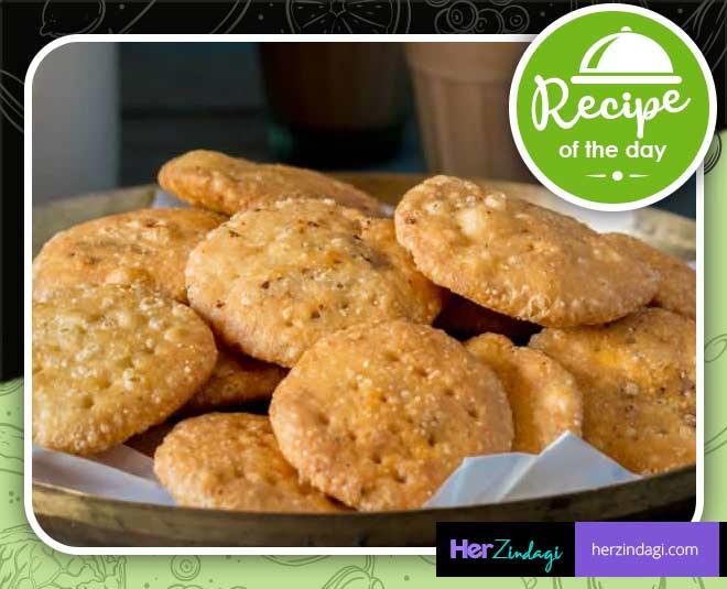 pyaz mathri recipe