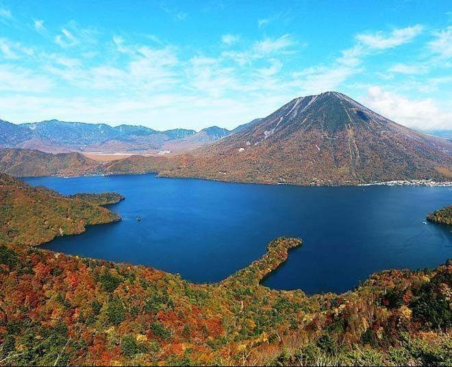 inside  lake in japan www.worldcreativities.com