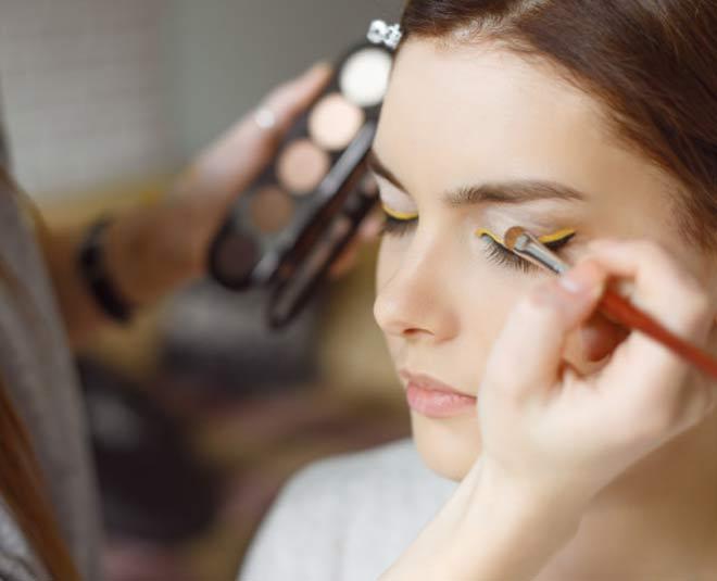 makeup product application main