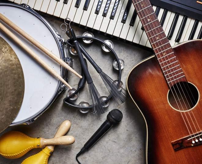 playing music m